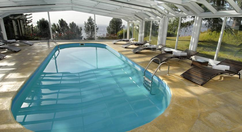 Hotel del lago golf art resort for Piscina sauces 6